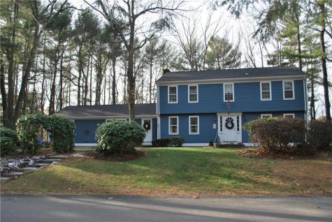 45 Louise Luther DR Cumberland RI 02864