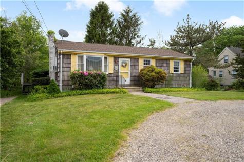 52 Lakeworth AV Narragansett RI 02882