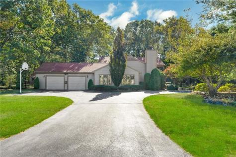 2 Spinnaker DR Barrington RI 02806