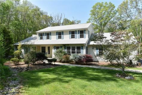 25 Apple Hill DR Scituate RI 02857