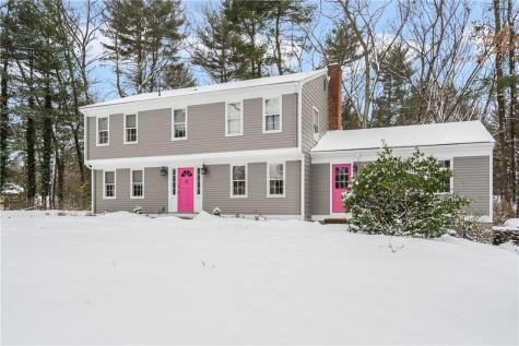 32 Louise F. Luther DR Cumberland RI 02864
