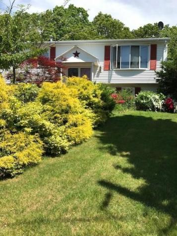 21 Country View DR Johnston RI 02919