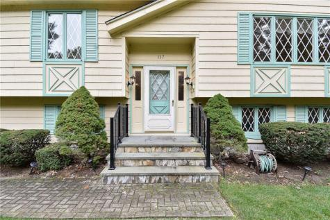 117 Wood Cove DR Coventry RI 02816