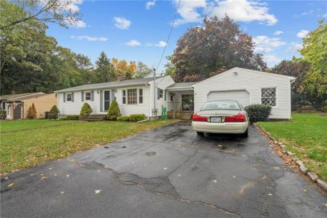 31 Valley Crest RD Coventry RI 02816
