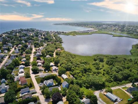 111 Lake RD Narragansett RI 02882