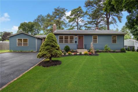 30 Larch DR Coventry RI 02816