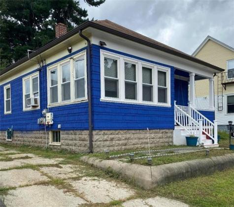 92 Hazel ST Pawtucket RI 02860