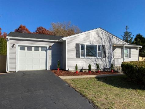 2 Larchmont DR Coventry RI 02816
