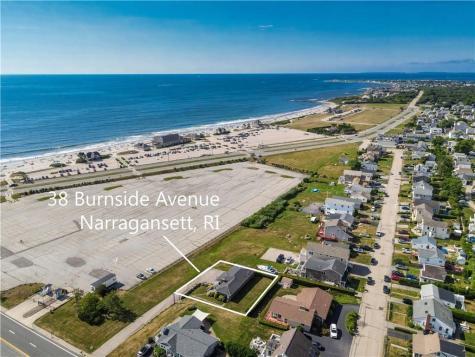38 Burnside AV Narragansett RI 02882