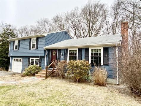 156 Briarbrook DR North Kingstown RI 02852