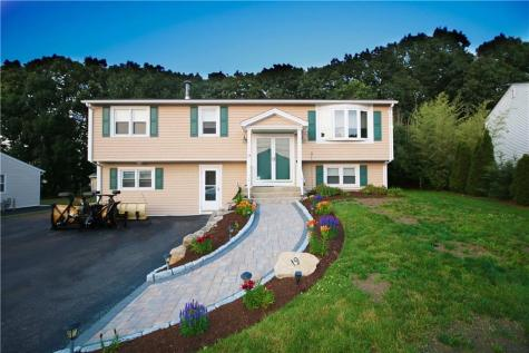 19 Country View DR Johnston RI 02919