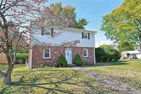 9 Lawrence DR East Providence RI 02914