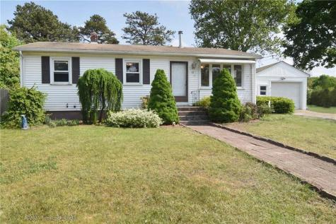 42 Larch DR Coventry RI 02816