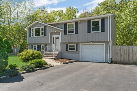 2 Canyon DR Coventry RI 02816