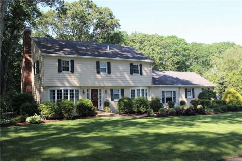 108 Cresthill DR East Greenwich RI 02818