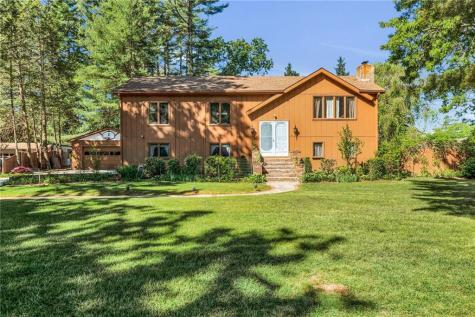 8 Marion DR Coventry RI 02816