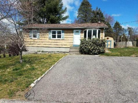 25 yellow birch RD Narragansett RI 02882