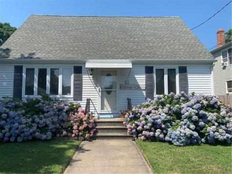 63 Knowlesway Narragansett RI 02882