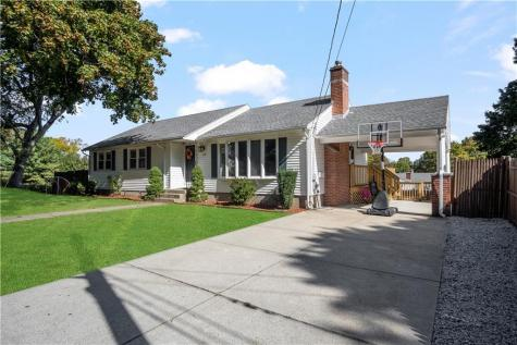 22 Colwell DR Johnston RI 02919