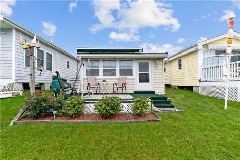 64 - 77 Burnside AV Narragansett RI 02882
