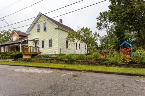 136 Fenner Ave East Providence RI 02915