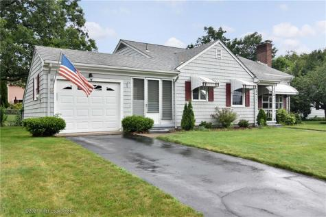 5 Beverly DR Lincoln RI 02865